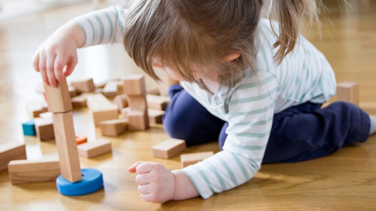 De ce ar trebui să optăm pentru jucării din lemn pentru copiii noștri în locul celor din plastic